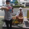 부산 일본영사관 앞 소녀상에서 욱일전범기 인증샷 남긴 토착왜구.jpg